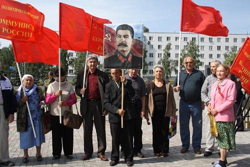 22 июня 2014г. коммунисты Набержных Челнов у Вечного огня